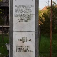 Tigveni - Cruce memorială pentru Eroii căzuți în Primul Război Mondial și în Al Doilea Război Mondial
