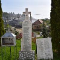 Valea Iașului - Monument în cinstea eroilor căzuți în Primul Război Mondial 1916-1918 și în Al Doilea Război Mondial 1941-1945