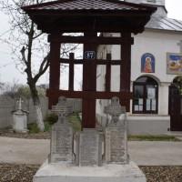 Ceaușești - Ansamblul din troiță și 3 cruci dedicate eroilor căzuți în primul război mondial (și al doilea)