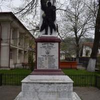 Leordeni - Monumentul Eroilor căzuți în Primul și al Doilea Război Mondial