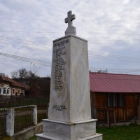 Moșteni-Greci - Monumentul Eroilor căzuți în Primul și al Doilea Război Mondial