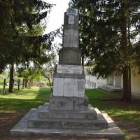 Bunești - Monument în cinstea eroilor căzuți în Războiul de Independență 1877-1878, în Primul Război Mondial 1916-1918, în Al Doilea Război Mondial 1941-1945 și în Revoluția din 1989