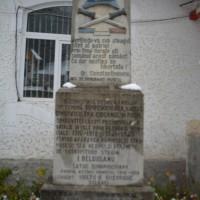 Dâmbovicioara - Cruce de piatră dedicată Eroilor căzuți în Primul și al Doilea Război Mondial