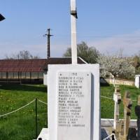 Gruiu - Cruce monument dedicată eroilor căzuţi în primul război mondial (și al doilea)