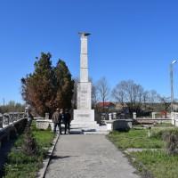 Lunca Corbului - Monumentul Eroilor căzuți în primul și al doilea război mondial