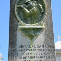 Căldăraru - Monumentul Eroilor căzuți în primul și al doilea război mondial
