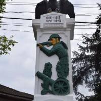 Micești - Monument dedicat eroilor căzuți în Primul și al Doilea Război Mondial