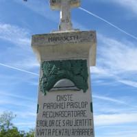 Prislopu Mare - Cruce dedicată eroilor căzuți în Primul Război Mondial (1916-1918) și în Al Doilea Război Mondial (1941-1945)