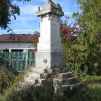 Stâlpeni - Monument în cinstea eroilor căzuți în Războiul de Independență (1877-1878), Primul Război Mondial (1916-1918) și Al Doilea Război Mondial (1916-1918)