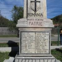 Valea Mărului - Monument în cinstea eroilor căzuți Al Doilea Război Balcanic (1913) și în Primul Război Mondial (1916-1918)