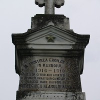 Oarja - Monument cruce dedicat eroilor căzuți în primul război mondial (și al doilea)