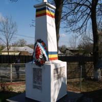 Gruiu - Cruce monument dedicată eroilor căzuți în primul război mondial (și al doilea)